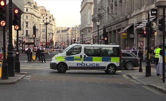 بعد العثور على 39 جثة.. بريطانيا تضبط شاحنة تقل 9 مهاجرين