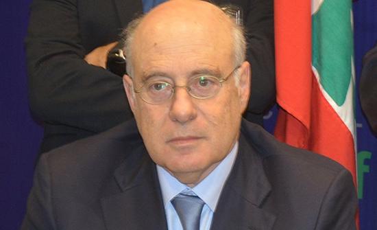 وزير العمل اللبناني: مستعدون لأي خطوة تسهل على الفلسطينيين