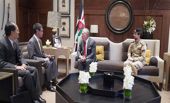 الملك يلتقي وزير الدفاع الياباني