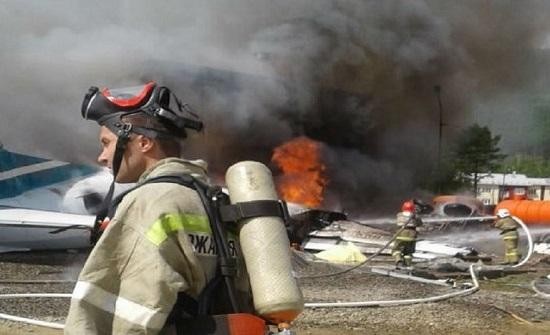 مقتل طيارين ونجاة 22 راكبا جراء هبوط اضطراري لطائرة مدنية في روسيا