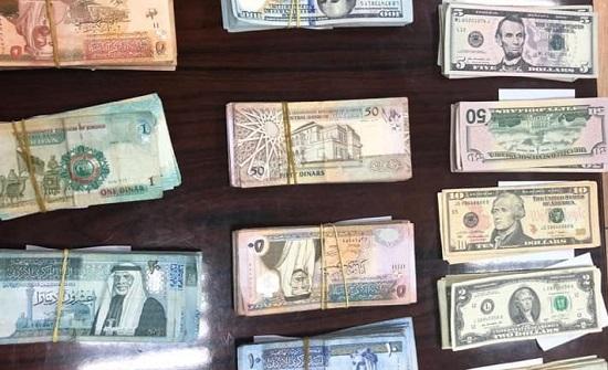 القبض على منفذي عملية السلب في وسط البلد واعادة المبالغ المالية  - صورة