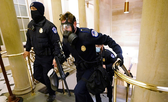"""غزوة الكونغرس.. """"أف بي آي"""" ينشر صور واضعي عبوات"""