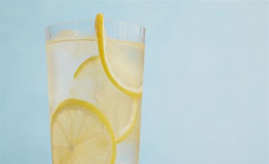 رجيم الماء والليمون لخسارة 16 كيلوغرام في الشهر