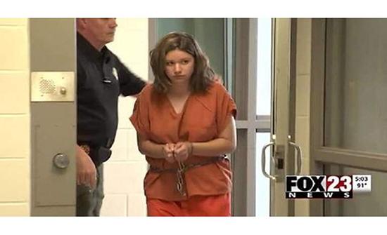 اعتقال فتاة حاولت قتل 400 شخص في امريكا