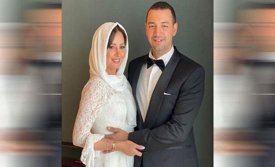 تعرفوا على والدة معز مسعود في أول ظهور لها.. غير محجبة وبأزياء محتشمة