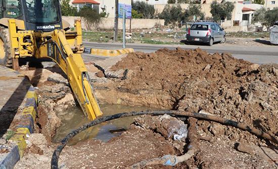 غياب التنسيق بين مياه اليرموك وبلدية إربد يتسبب بأضرار لشوارع معبدة حديثا