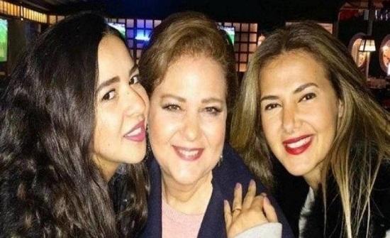إصابة الفنانتين دنيا سمير غانم ووالدتها بكورونا