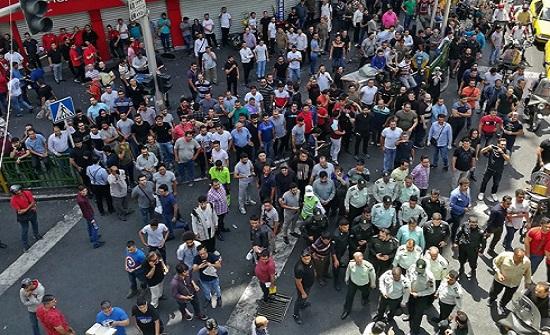 """اعتقال العشرات بإيران.. ومستشار روحاني: """"لسنا العراق أو لبنان"""""""