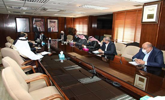 وزير المياه والري يجتمع مع رئيس وممثلي الاتحادات الزراعية ويبحث معهم مطالبهم
