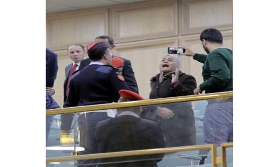 بالفيديو  : والدا الشرطي احمد الصبيحي يناشدان الملك