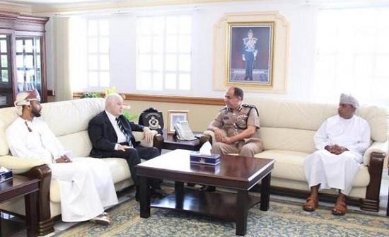 مدير عام جمارك سلطنة عُمان يستقبل الدكتور أبوغزاله في مكتبه