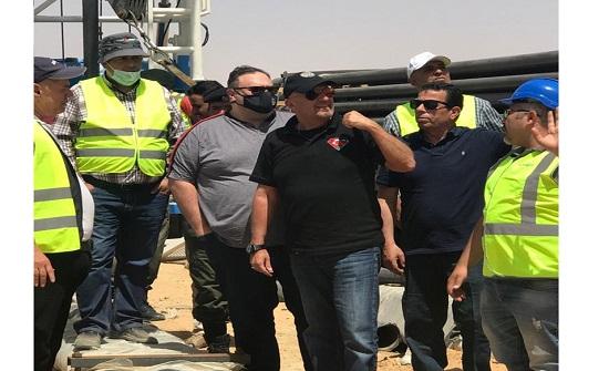 وزير المياه يتفقد عمليات حفر ابار بالمدورة والبادية