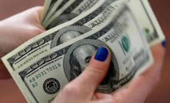تراجع الإسترليني أمام الدولار واليورو