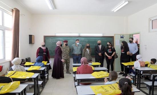 مركز الملك عبد الله الثاني لتدريب العمليات الخاصة يوزع مساعدات عينية