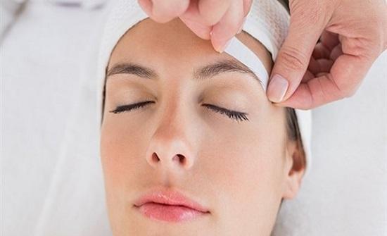 قبل استخدامها .. معلومات مهمة عن إزالة شعر الوجه بالشمع