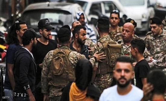 """بالفيديو : لبنان.. جرحى في إطلاق نار خلال محاولات """"فتح الطرق"""""""