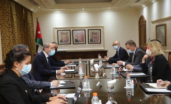الصفدي يلتقي وفد لجنة الدفاع في مجلس الأمة الفرنسي