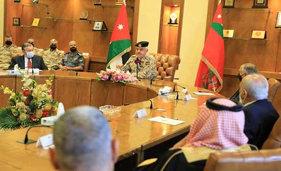 رئيس هيئة الأركان المشتركة يلتقي عدداً من المتقاعدين العسكريين