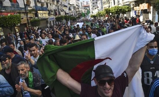 آلاف الجزائريين يتمسكون بالسلمية في الجمعة 116 من الحراك .. بالفيديو