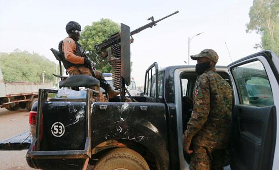 """""""رويترز"""": مقتل ما لا يقل عن 22 شخصا في هجمات على قرية بالنيجر"""