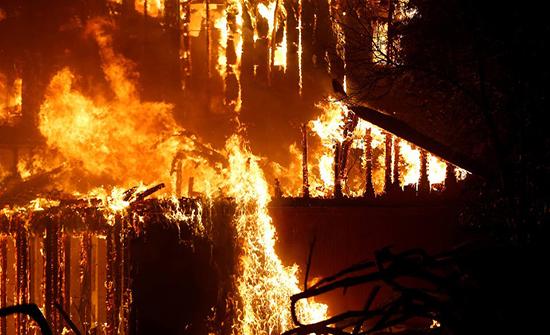 إجلاء 50 ألف شخص في كاليفورنيا بسبب الحرائق