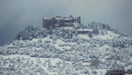 بدء تساقط الثلوج على المرتفعات في عجلون