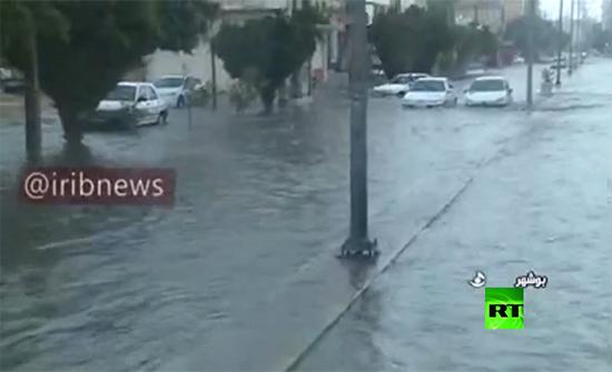 بالفيديو : مياه الأمطار تغرق شوارع مدينة بوشهر جنوب إيران