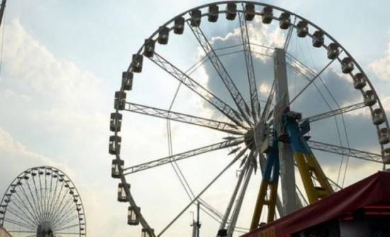 من ارتفاع 10 أمتار... فيديو يوثق سقوط لعبة ملاهي في مصر