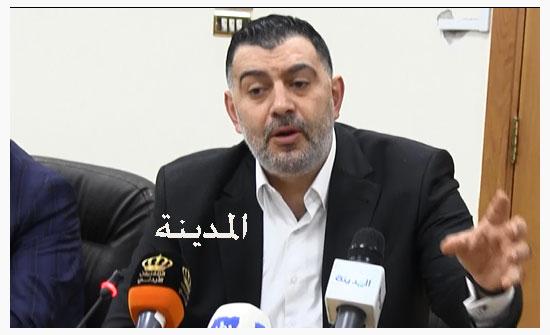 وزير العمل يداهم مطبعة في عمّان خالفت قرارات الحكومة