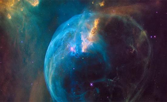 """بالفيديو ..  تلسكوب هابل يكتشف """"حيوانات"""" مذهلة في الفضاء"""