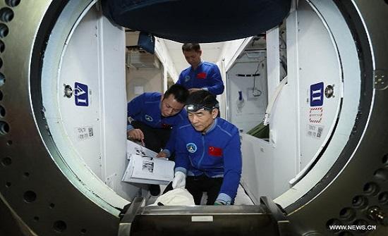 الصين: رائدا فضاء يغادران الوحدة الأساسية للمحطة الفضائية للقيام بأنشطة خارج المركبة