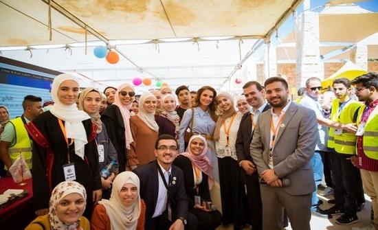 """الملكة رانيا تزور جناح جامعة الشرق الأوسط خلال زيارتها لمعرض """"عينك عالمستقبل"""""""