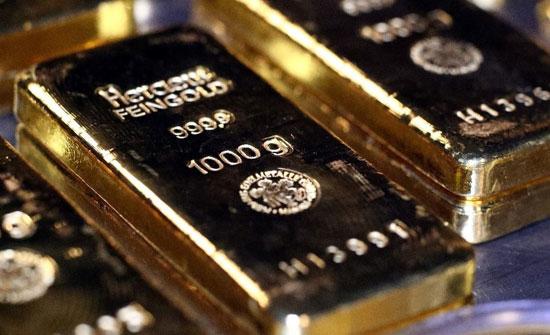 تصريحات باول تهوي بالذهب لأدنى مستوى في 9 أشهر
