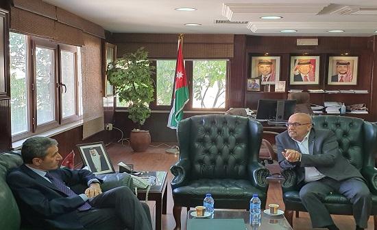 وزير المياه بحث مع السفير الايطالي التعاون في تنفيذ عدد من المشاريع المائيه