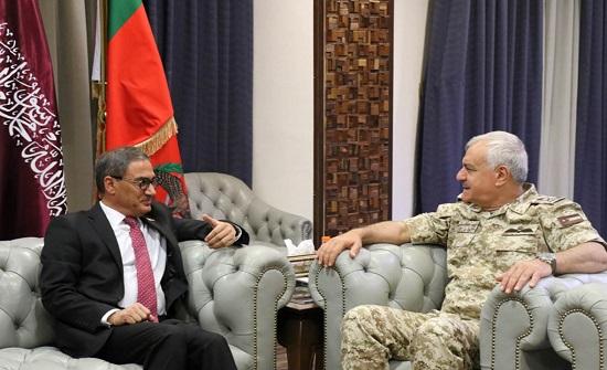 رئيس هيئة الأركان المشتركة يستقبل سفير جمهورية أفغانستان الإسلامية