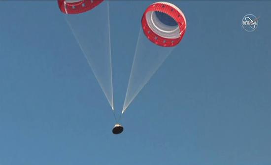 بالفيديو : بوينغ تنجح في اختبار كبسولة لنقل رواد الفضاء