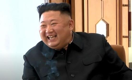 بالفيديو : مشاهد جديدة لزعيم كوريا الشمالية بالسيجارة!