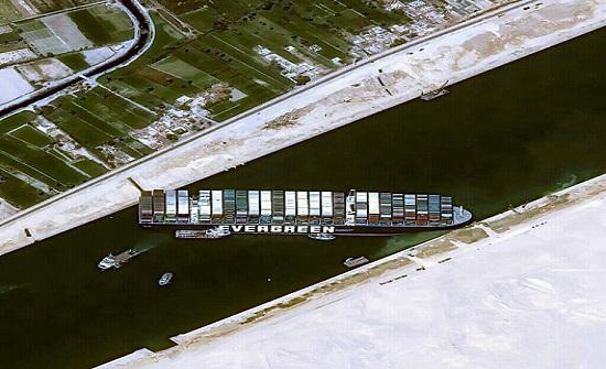 اكتمال 87% من عمليات التجريف عند مقدمة السفينة الجانحة بالسويس