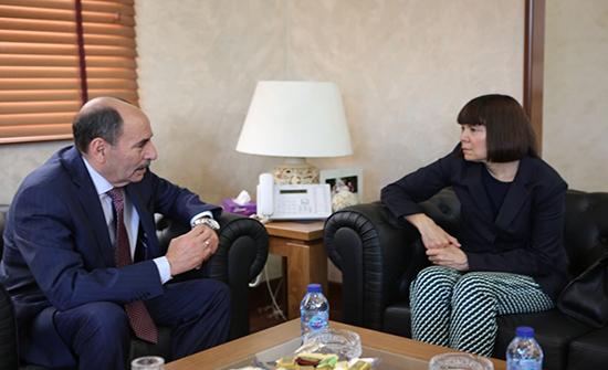 وزير الاشغال يبحث مع القائم بأعمال السفارة الاميركية تطوير العلاقات