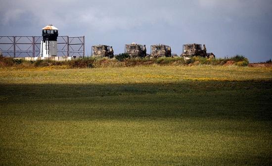 رداً على إطلاق صواريخ من غزة.. إسرائيل تقصف مواقع لحماس