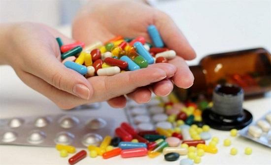طبيب يحدد الأدوية المعالجة لـ الفطر الأسود