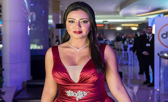 بالفيديو : أول تعليق من رانيا يوسف بعد السخرية من إطلالاتها في مهرجان القاهرة