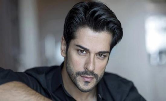 زوجة الممثل التركي الشهير بـوراك تفضحه بسبب كورونا