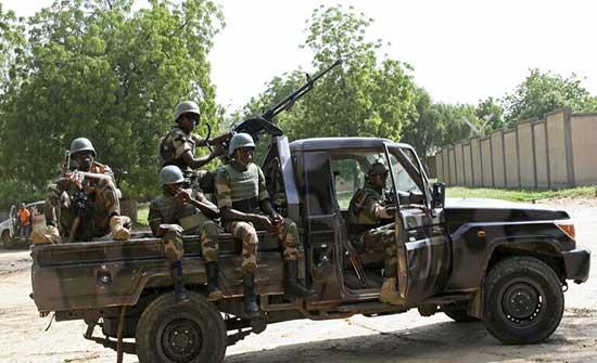 """""""رويترز"""": مقتل 16 عسكريا بهجوم مسلحين غرب النيجر"""