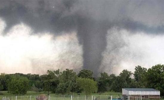 إعصار عنيف يضرب ولاية أميركية ويخلف قتلى .. صور وفيديو