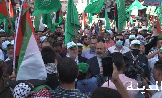 صور وفيديو : وقفة حاشدة نصرة لفلسطين والاقصى  وسط البلد