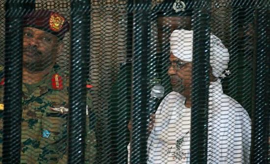 """اعتقالات السودان تطال """"خال البشير"""".. رغم خلافاتهما"""