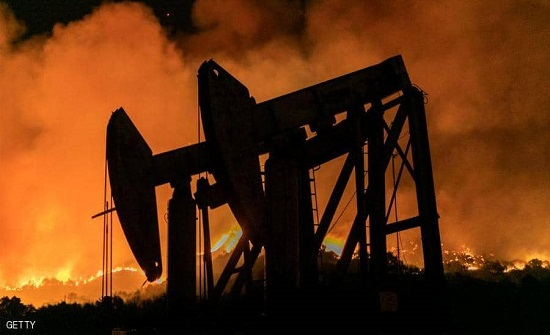 النفط يغلق مرتفعا.. وطلب الوقود يهوي