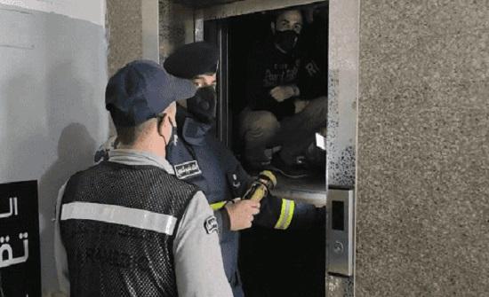 إنقاذ 3 أشخاص علقوا داخل مصعد بالمفرق