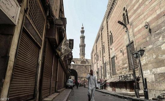 """مصر تمدد حظر التجول الليلي حتى نهاية رمضان لاحتواء """"كورونا"""""""